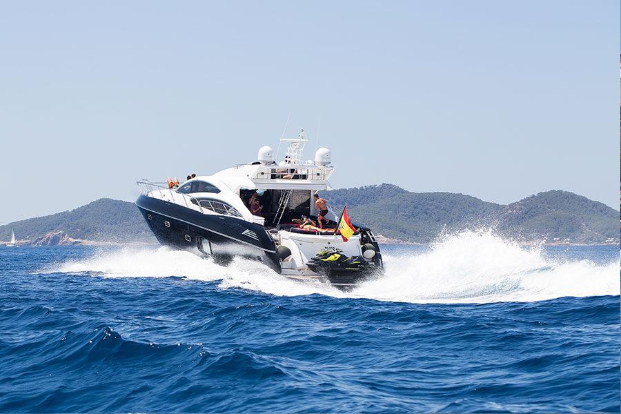 boat-renting-ibiza-black-jax-02