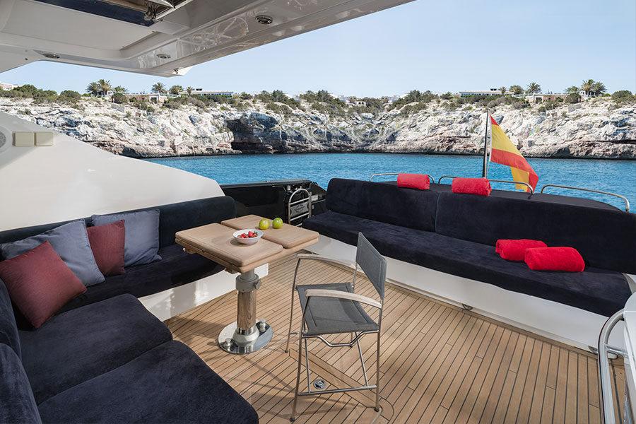 boat-renting-ibiza-black-jax-04