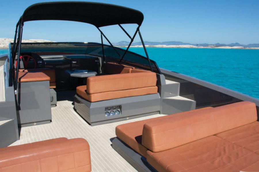 boat-renting-ibiza-vanquish-vq-43-wolf-03
