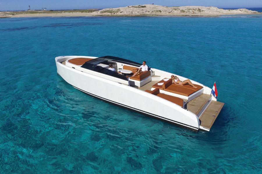 boat-renting-ibiza-vanquish-vq43-dutchess-01