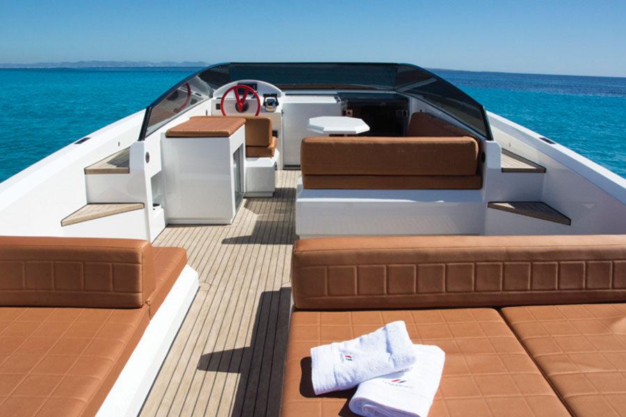 boat-renting-ibiza-vanquish-vq43-dutchess-05
