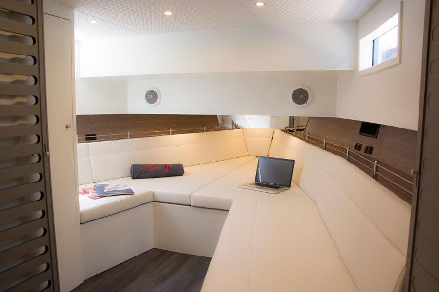 boat-renting-ibiza-vanquish-vq48-lady-thunder-03