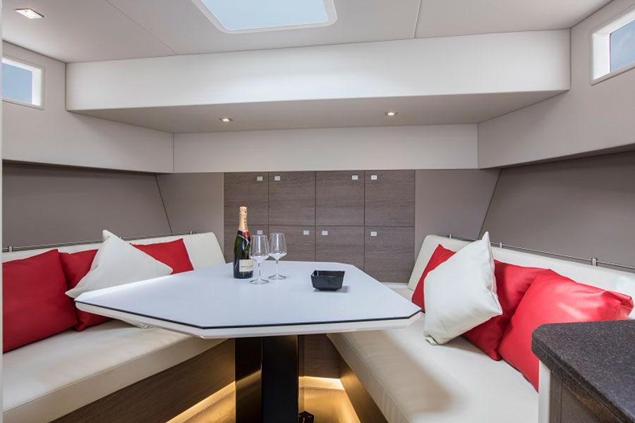 boat-renting-ibiza-vanquish-vq54-diva-03