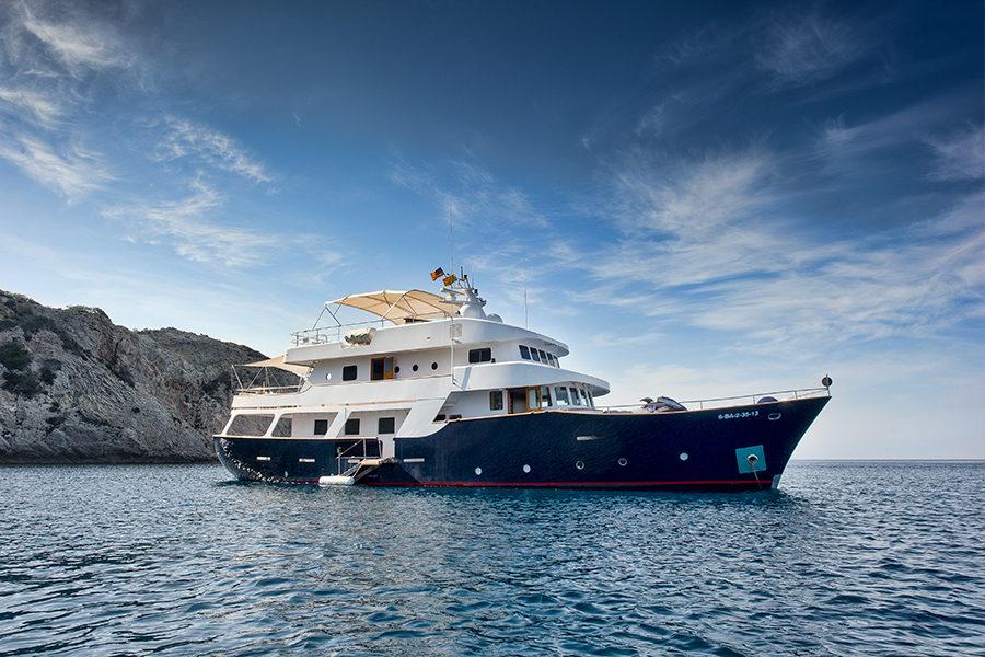 boat-renting-ibiza-superyacht-Semaya-1