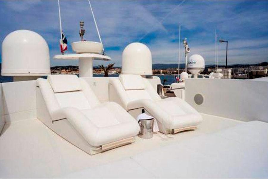 boat-renting-ibiza-superyacht-pershing-90-shalimar-ii-3