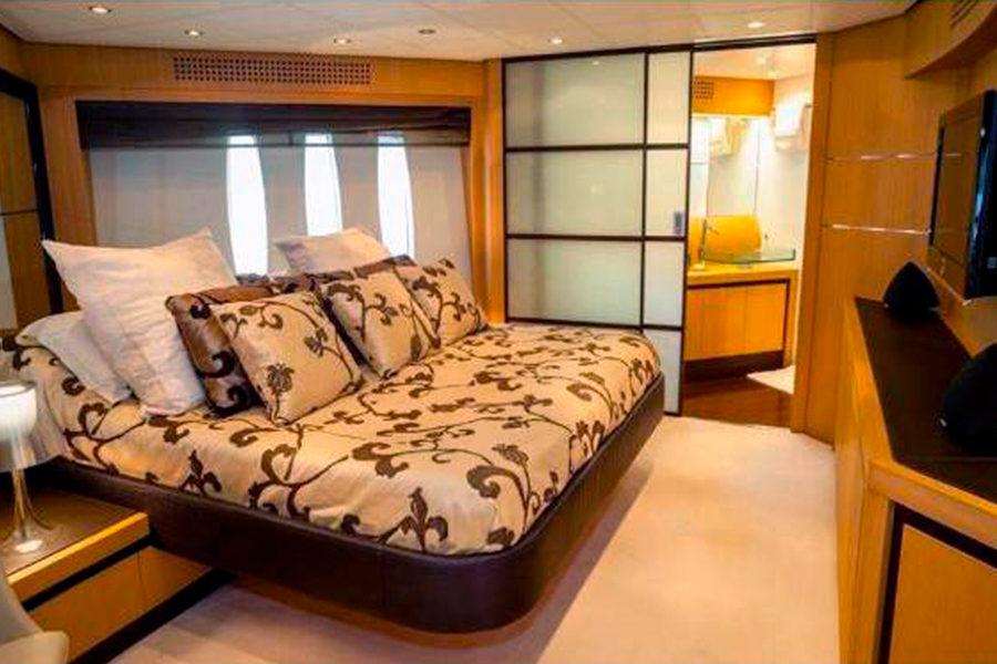 boat-renting-ibiza-superyacht-pershing-90-shalimar-ii-5