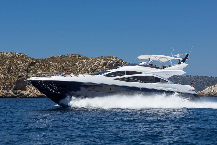 boat-renting-ibiza-superyacht-sunseeker-80-sport-yacht-seawater-2