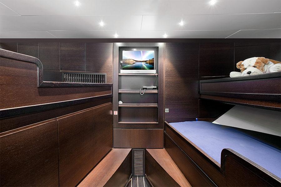 boat-renting-ibiza-superyacht-sunseeker-80-sport-yacht-seawater-5