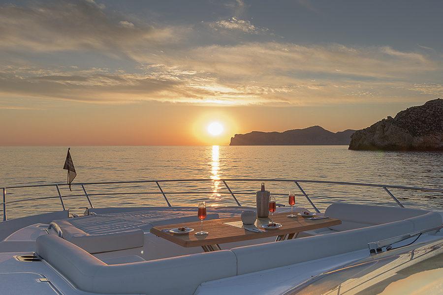 boat-renting-ibiza-superyacht-sunseeker-80-sport-yacht-seawater-6