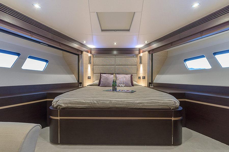 boat-renting-ibiza-superyacht-sunseeker-80-sport-yacht-seawater-9