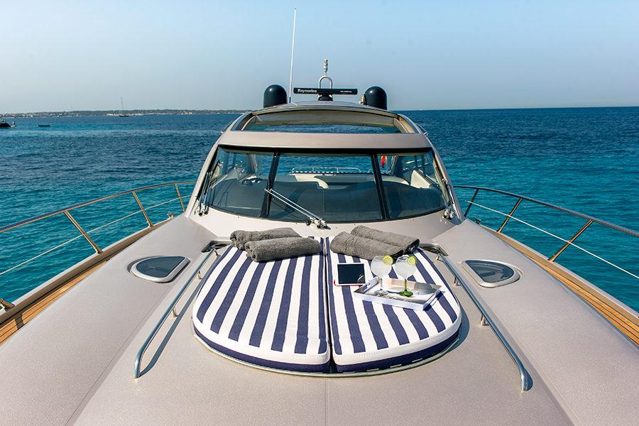 boat-renting-ibiza-superyacht-sunseeker-predator-61-ariadna-3