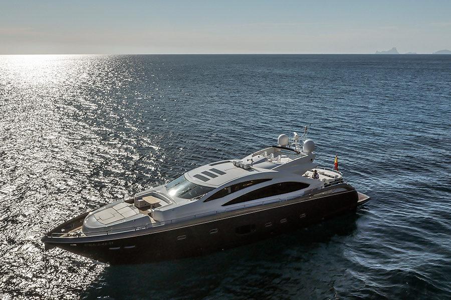 boat-renting-ibiza-superyacht-sunseeker-predator-84-alvium-1