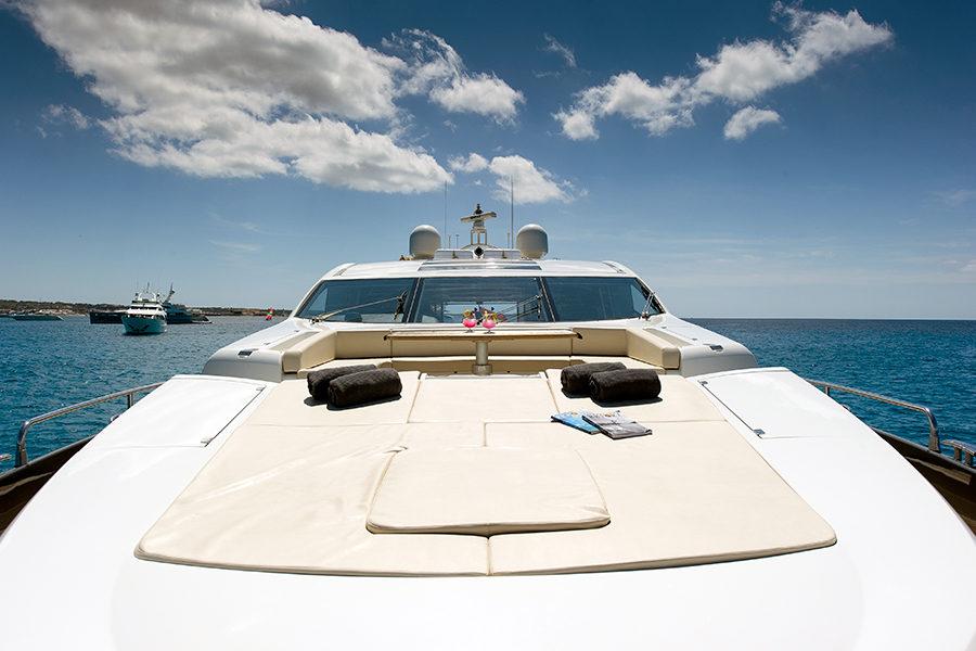 boat-renting-ibiza-superyacht-sunseeker-predator-84-alvium-4