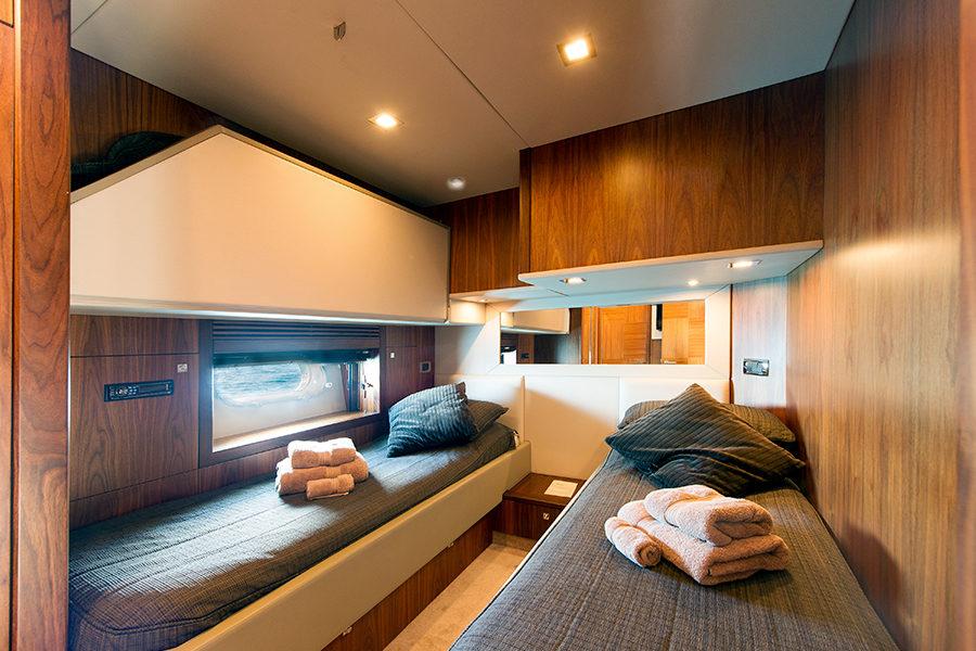 boat-renting-ibiza-superyacht-sunseeker-predator-84-alvium-7