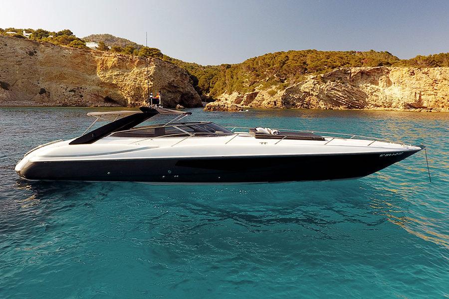 boat-renting-ibiza-superyacht-sunseeker-superhawk-48-007-1