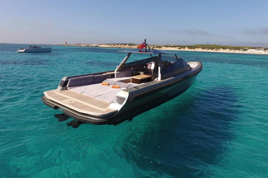 boat-renting-ibiza-wally-power-01a