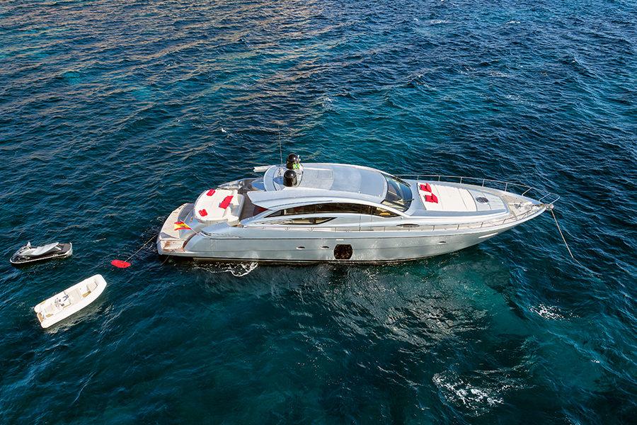 boat-renting-ibiza-yacht-Pershing-72-Legendary-1