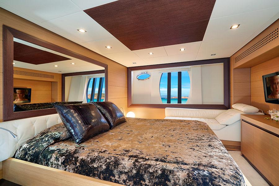 boat-renting-ibiza-yacht-Pershing-72-Legendary-6