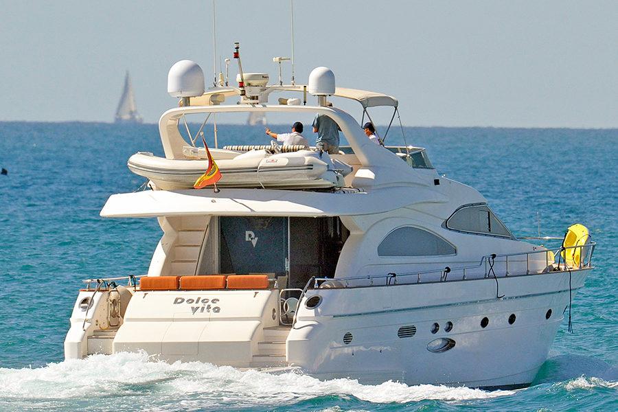 boat-renting-ibiza-yachts-astondoa-72-dolce-vita-0
