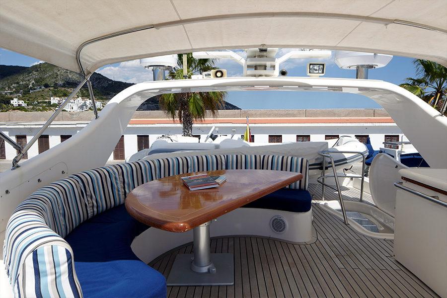 boat-renting-ibiza-yachts-astondoa-72-dolce-vita-2