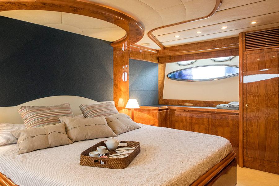 boat-renting-ibiza-yachts-astondoa-72-dolce-vita-4