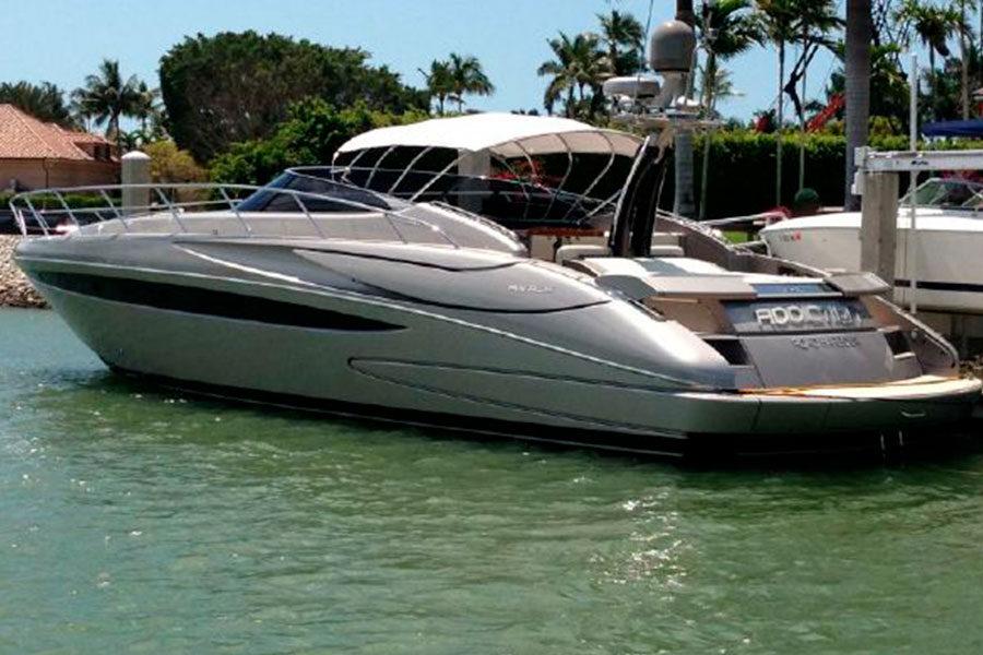 boat-renting-ibiza-yacht-invictus-01