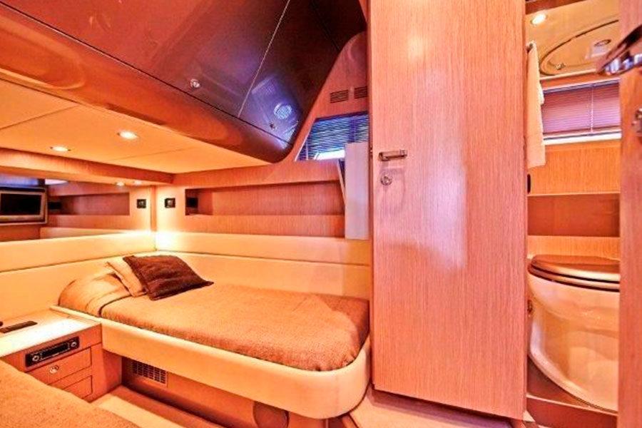 boat-renting-ibiza-yacht-invictus-06